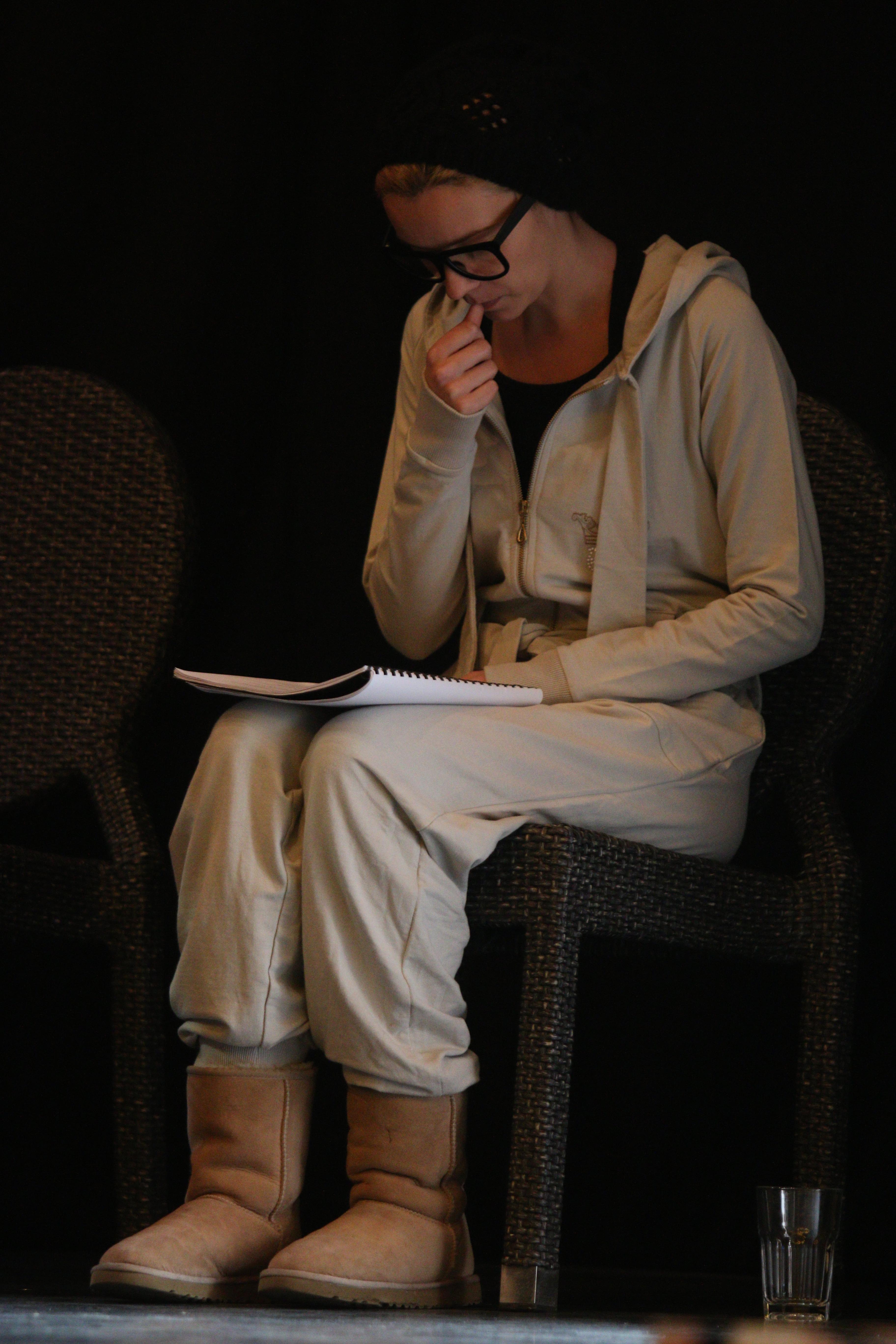 Diana se afla la primul ei rol in teatru, motiv pentru care a avut foarte multe emotii