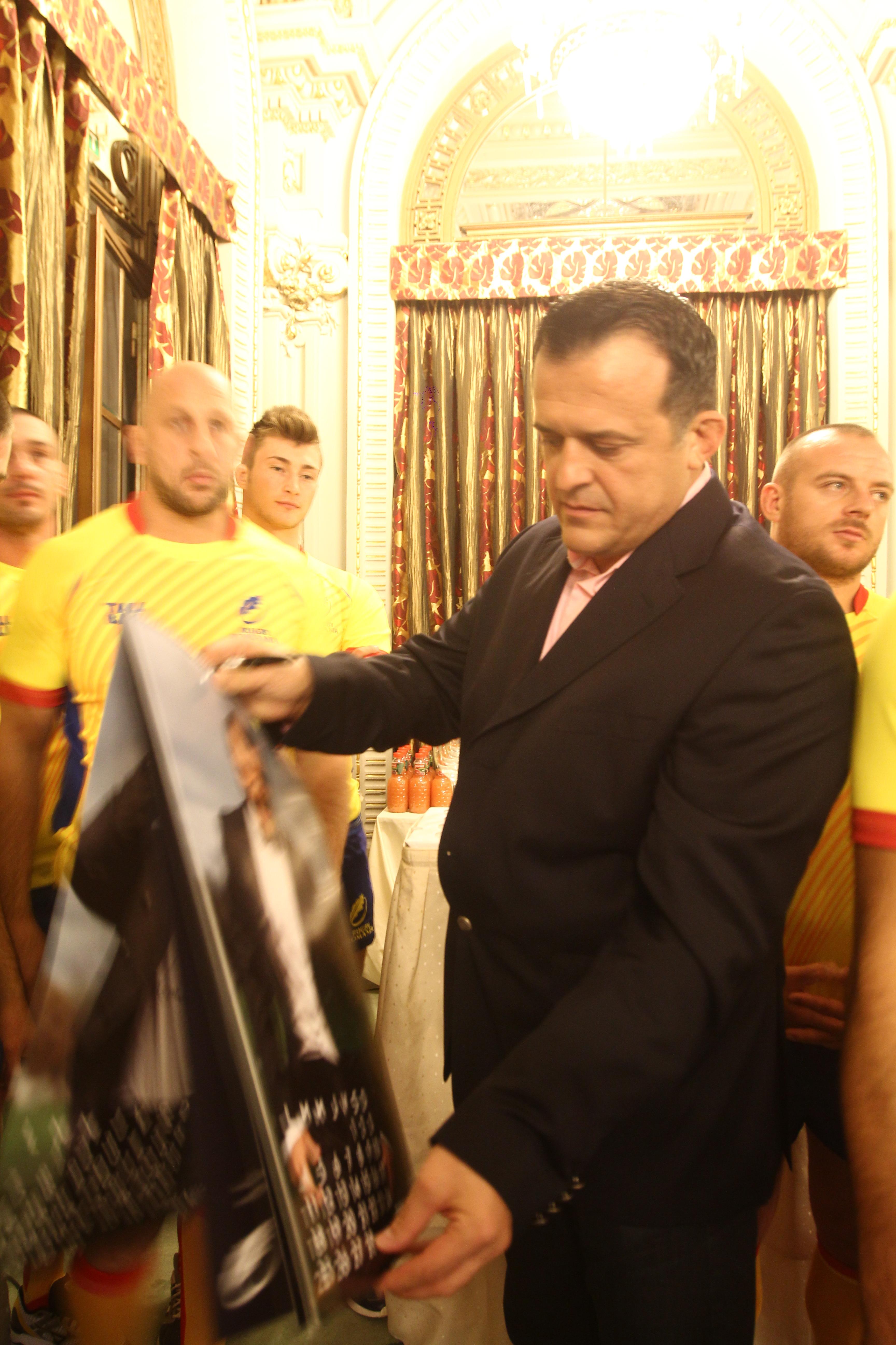 Constantin Iosef alaturi de lotul nationalei de rugby de pana in 17 ani