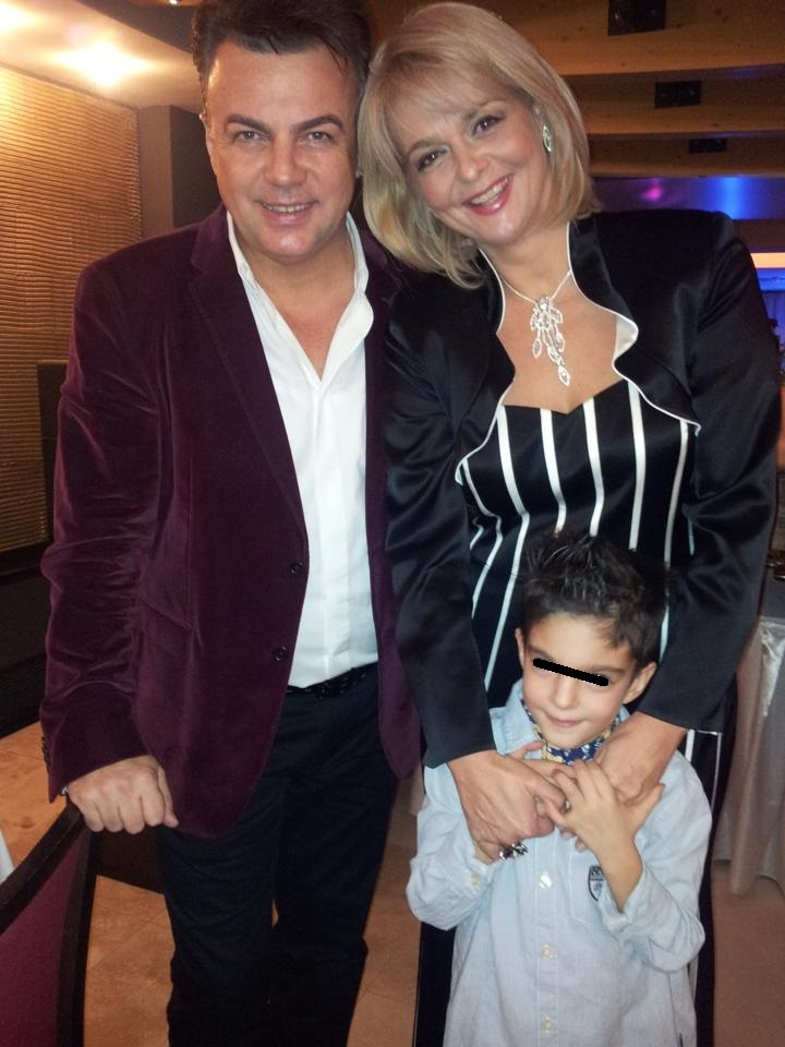 Adrian Enache, alaturi de Iuliana Marciuc si fiul lor, David sursa: arhiva personala