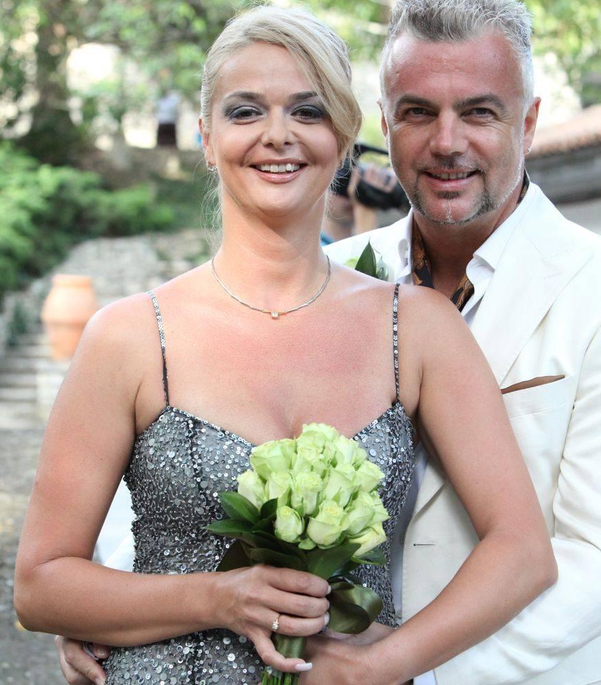 Adrian si Iuliana au impreuna un copil