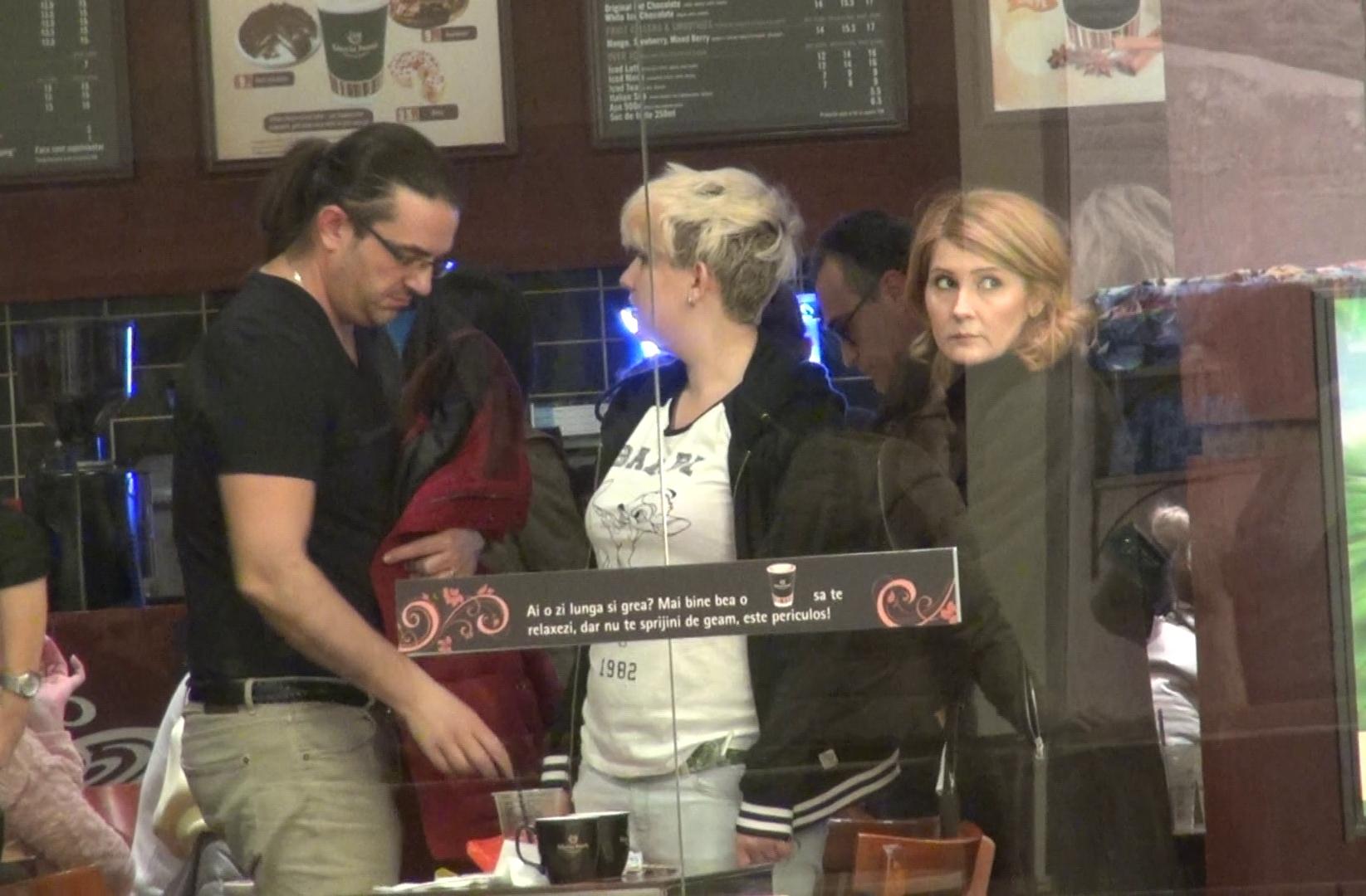 Alessandra Stoicescu si-a scos sotul la o cafenea, la mall.