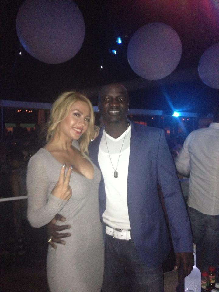 Rodica Miron s-a fotografit cu Akon