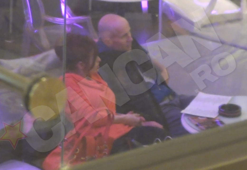 Mugur Muhaescu si sotia lui au petrecut cateva zeci de minute intr-o cafenea din mall