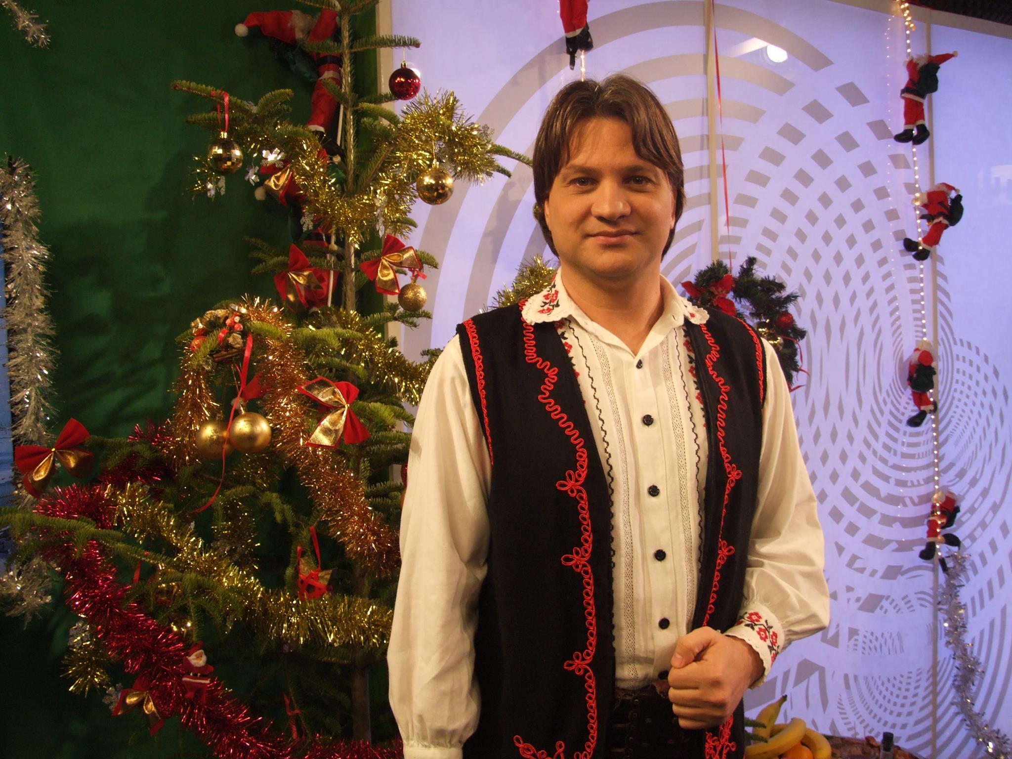 Acum, Mihai canta mai mult muzica lautareasca si populara foto: Facebook