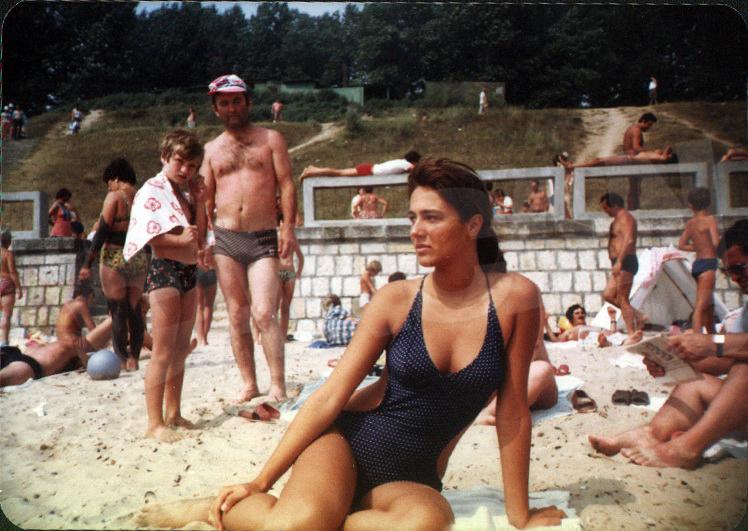 Dana a debutat in modelling dupa ce a intrat in facultate, in '93, la ASE