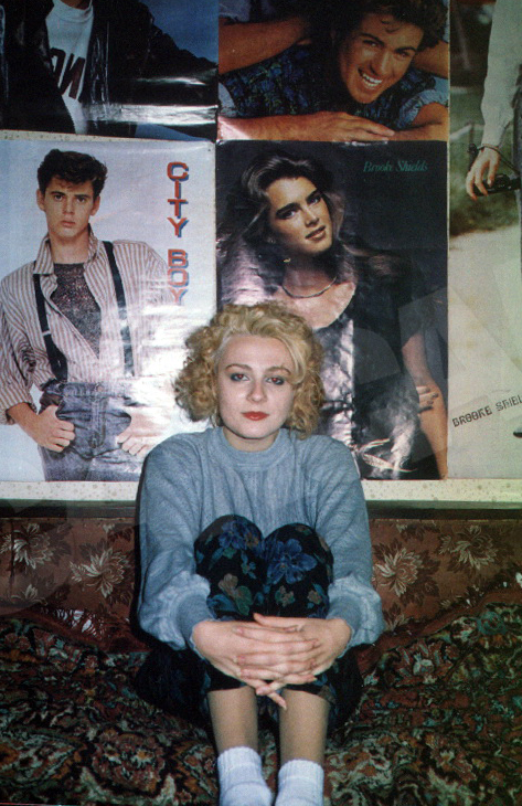 Dana, in anii '90, la scurt timp dupa ce incercase prima oara blondul in parul ei