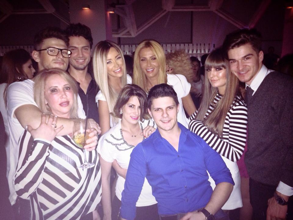Blonda si-a facut ziua de nastere vineri noapte, intr-un club din Bucuresti