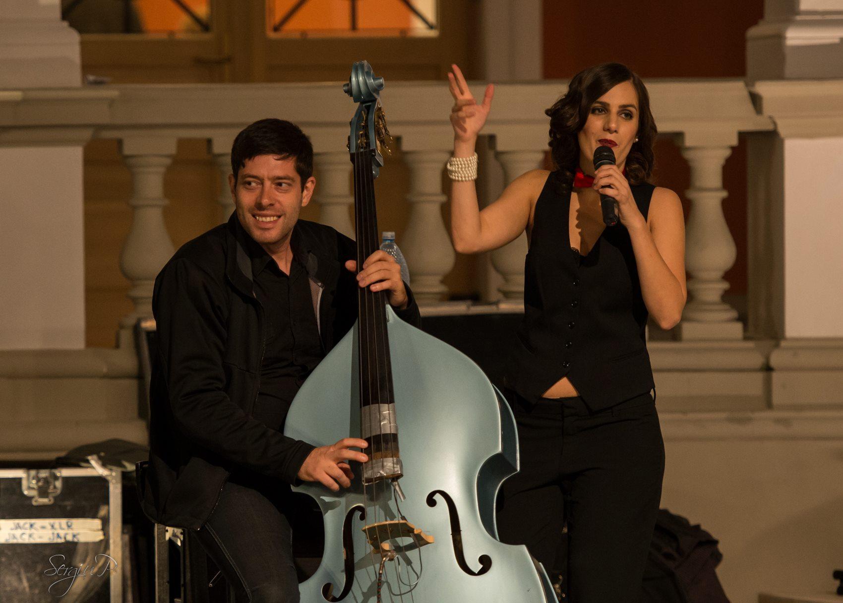Ciprian Parghel canta alaturi de iubita sa, Irina Sarbu foto: Sergiu P