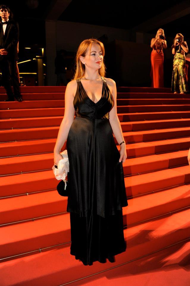 Delia, pe covorul rosu de la Cannes foto: Facebook