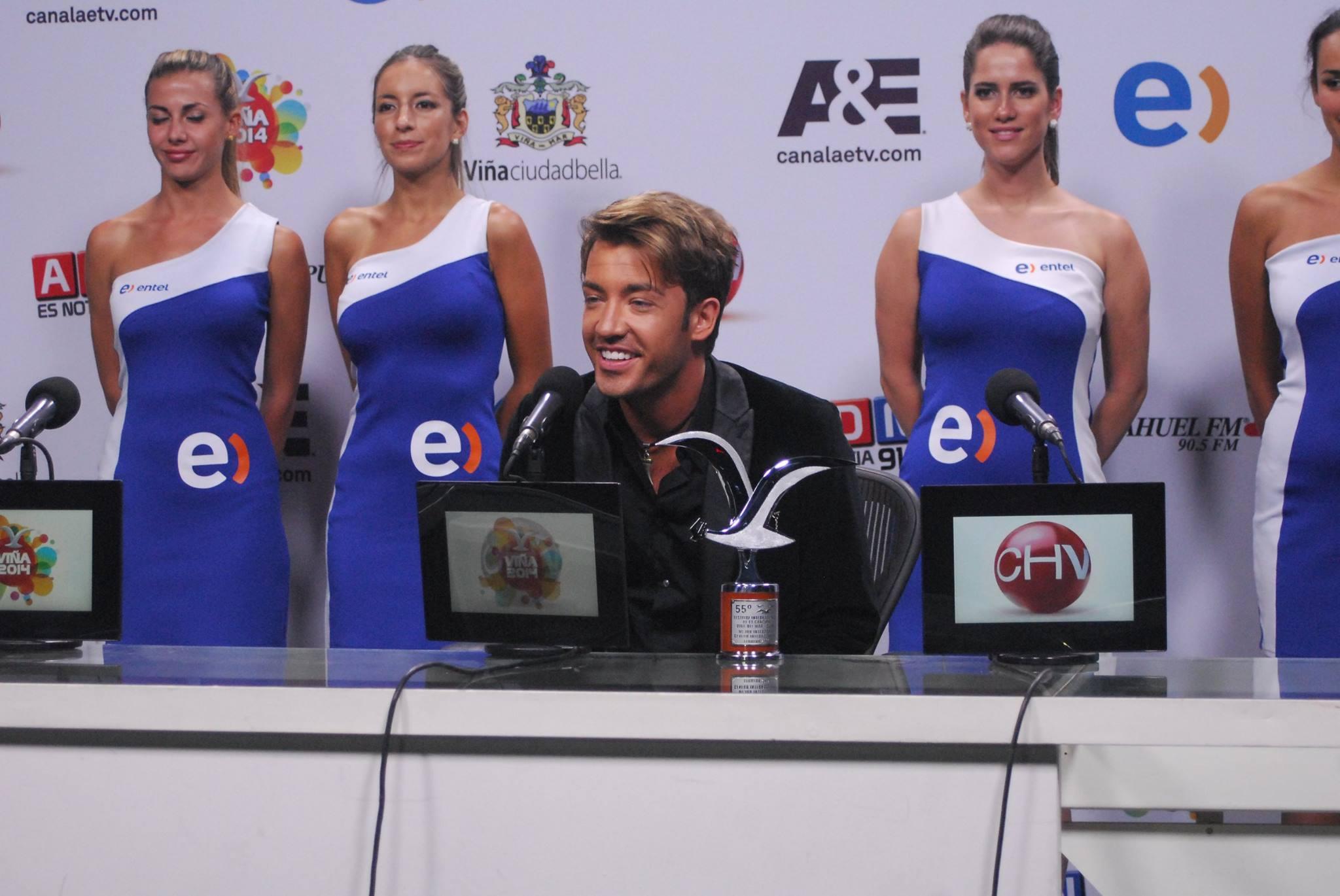 Arsenie a castigat trofeul pentru cel mai bun intrepret la festivalul de muzica din Chile foto: Facebook