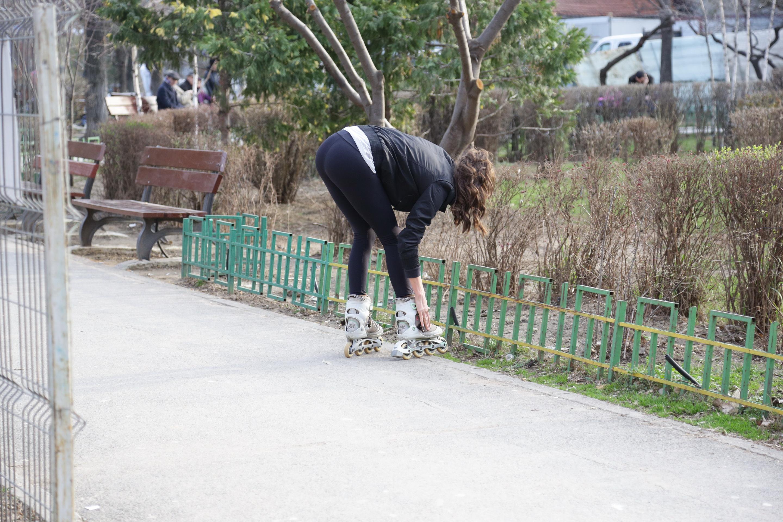 La un moment dat, Irina s-a aplecat, lasandu-si la vedere posteriorul bine lucrat
