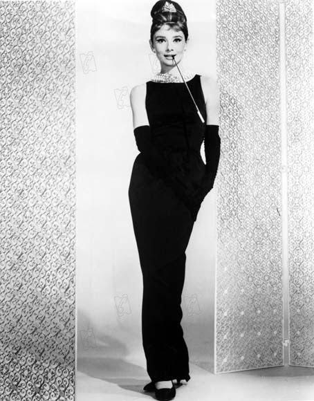Audrey Hepburn a facut celebra rochia neagra in filmul