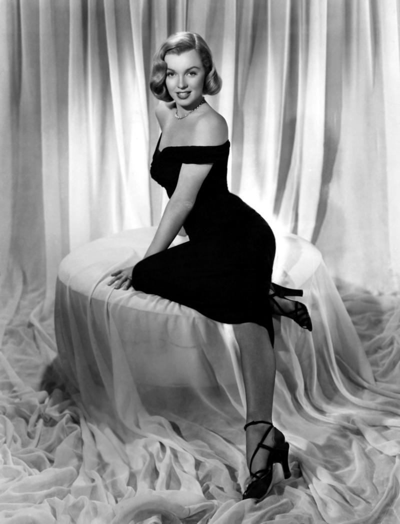 Marilyn Monroe in celebra rochie neagra foto: circavintageclothing.com.au