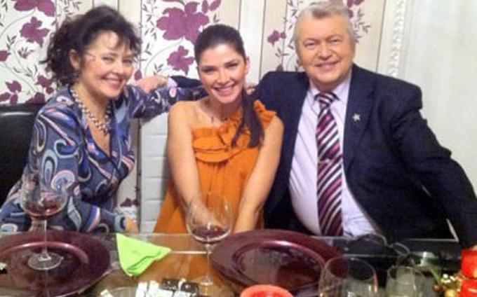 Gheorghe Turda, alaturi de iubita sa si de fiica acesteia, Alina Puscas