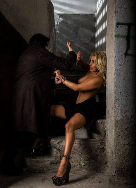 Jasmine a fost fotografiata in timp ce era dezbracata si batuta, intr-un subsol de bloc