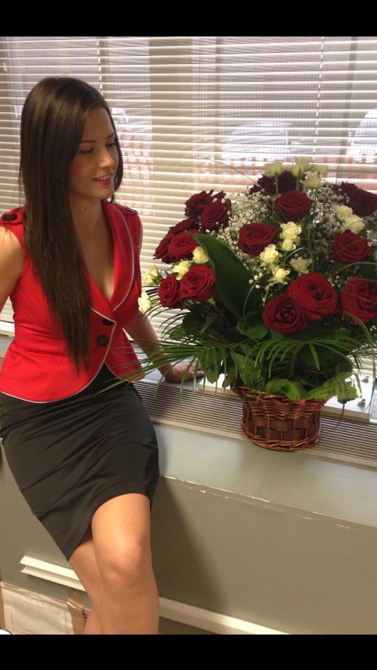 Torje isi alinta fosta iubita cu flori