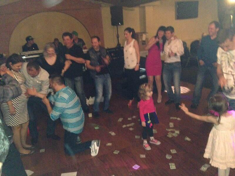 La primul sau concert in America, Liviu Guta a trebuit sa faca fata unei ploi de bani