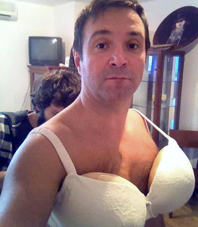 Buzdugan este celebru pentru travestiurile reusite pe care le face