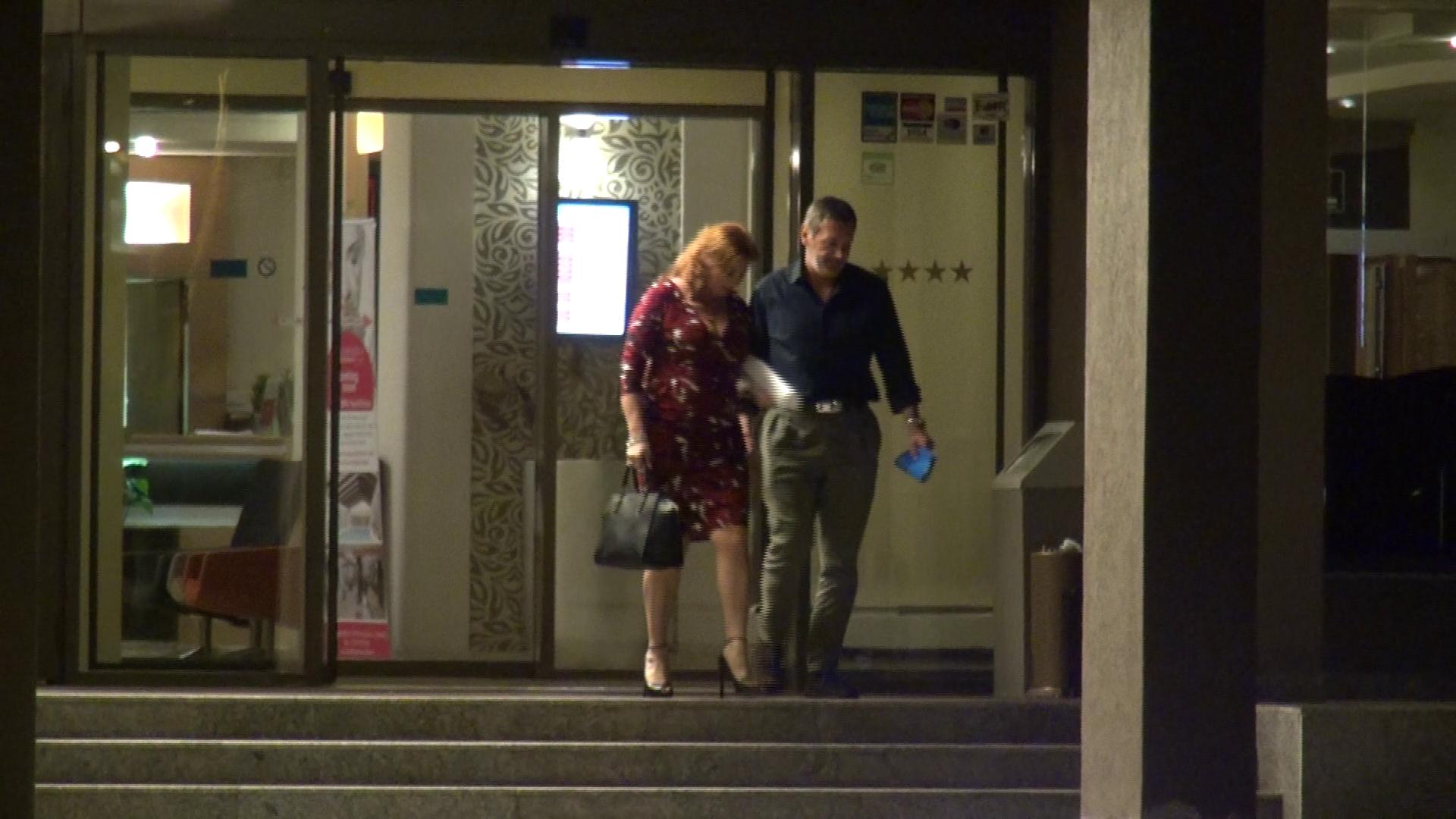 Fosta sotie a lui Cristi Borcea a iesit din hotel razand cu gura pana la urechi