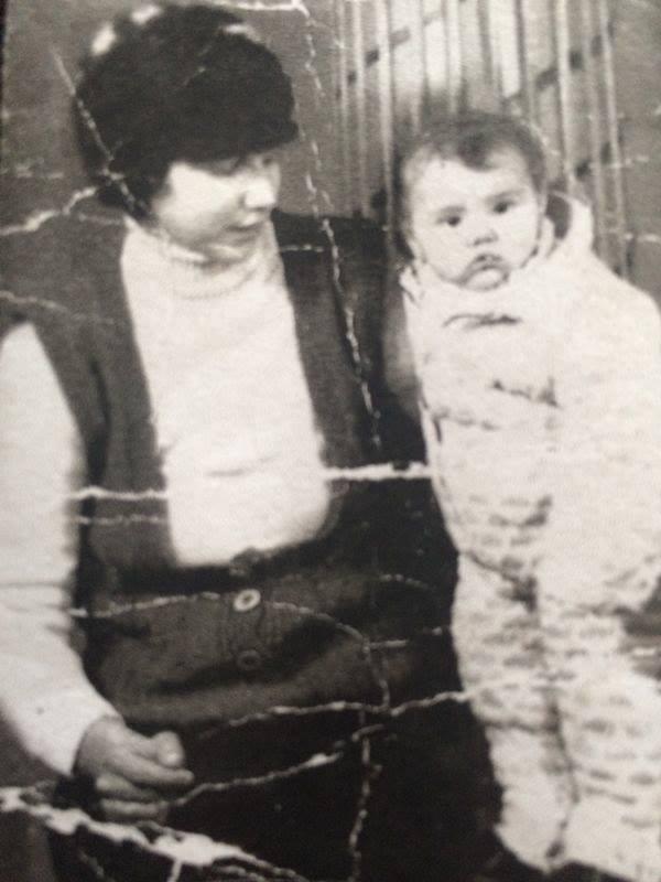 In copilarie, parintii au tratat-o pe Denisa Manelista ca pe un baietel