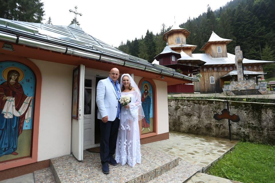 Weekend-ul acesta, Constantin Cotimanis si iubita lui au devenit sot si sotie