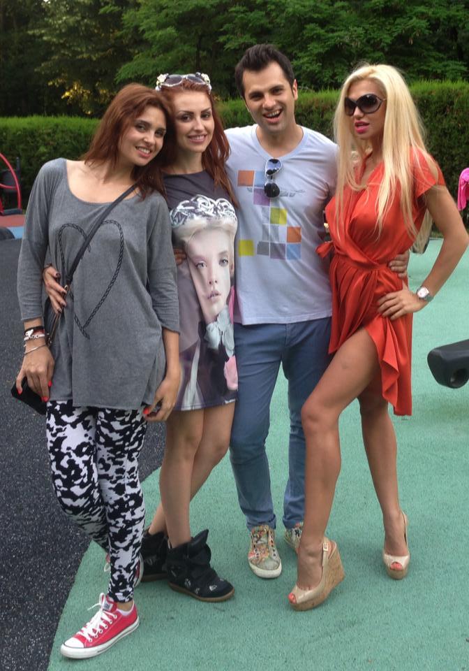 Fetele s-au distrat in parc alaturi de Andrei Badiu, iubitul Roxanei