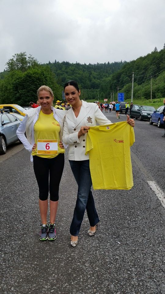 In timp ce Ileana Badiu a venit la cros imbracata sport si in adidasi, Andreea Marin si-a facut aparitia pe tocuri cui