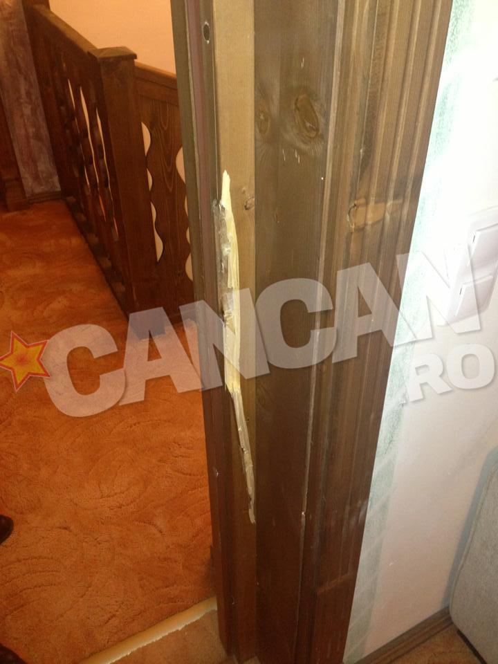 Aceasta este usa pe care Liviu Guta i-a spart-o Simonei Trasca in creierii noptii