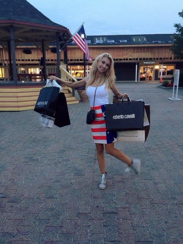 Andreea va veni in tara incarcata de bagaje