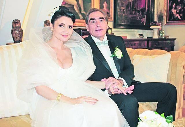 Petre Roman si Silvia Chifiriuc sunt casatoriti si au impreuna un baietel