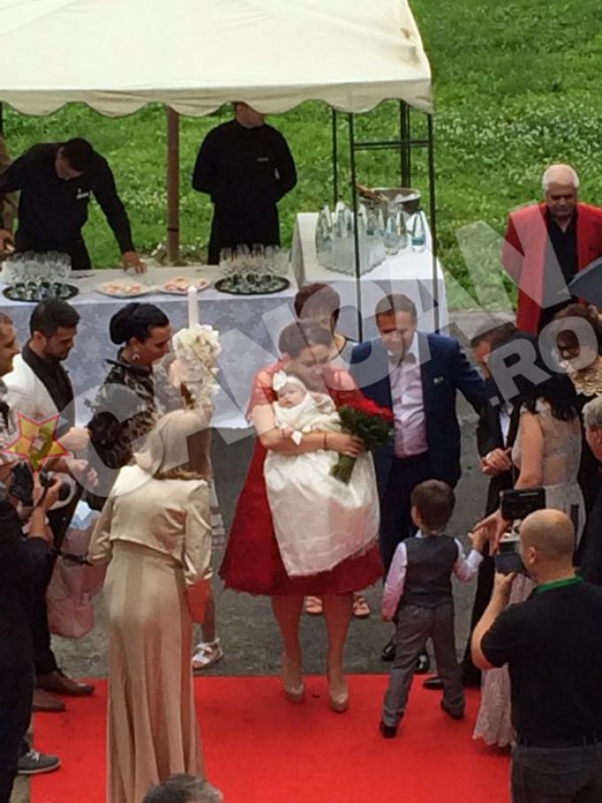 Oana l-a intalnit pentru prima data pe Petrus la nunta ei