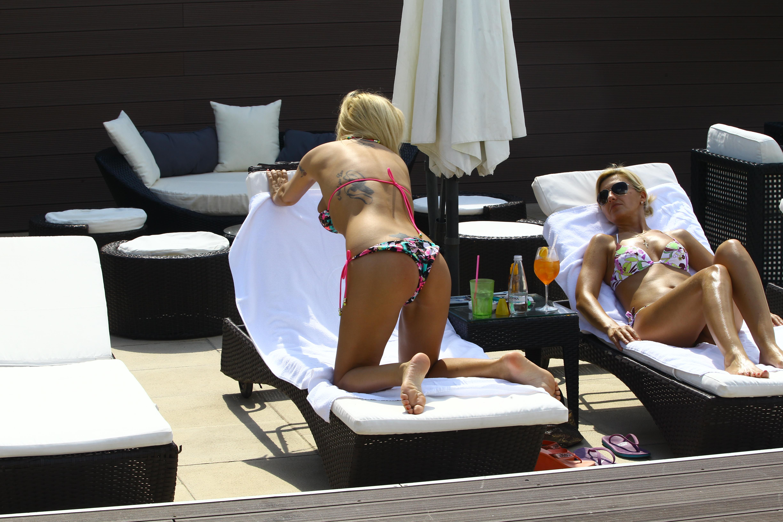 Simona a vrut sa se detaseze de scandalul cu Guta si s-a relaxat la piscina