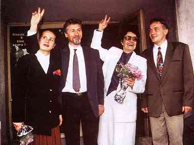 Emil Constantinescu, alaturi de sotie si cei doi copii ai lor