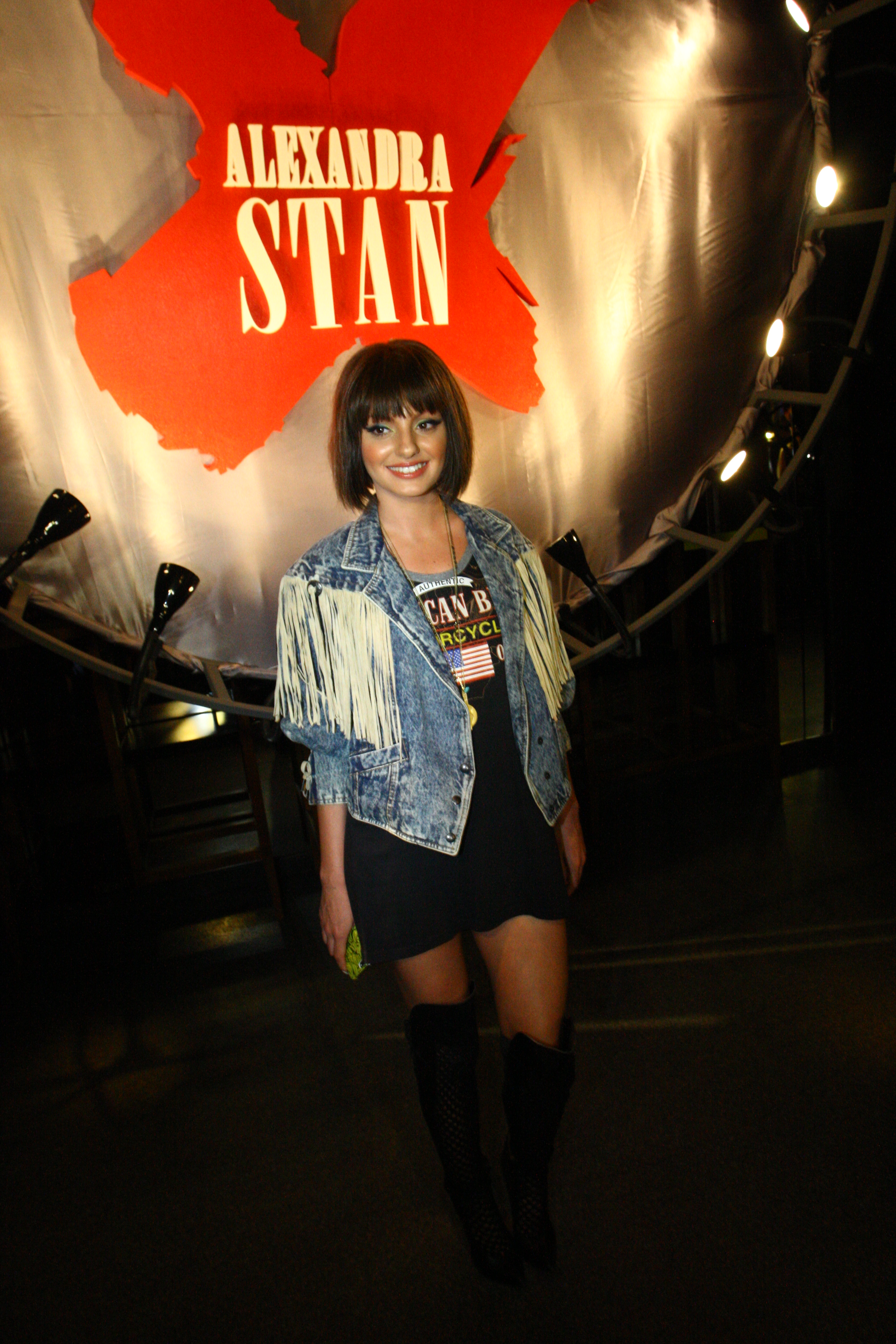 Alexandra Stan a revenit de curand in Romania