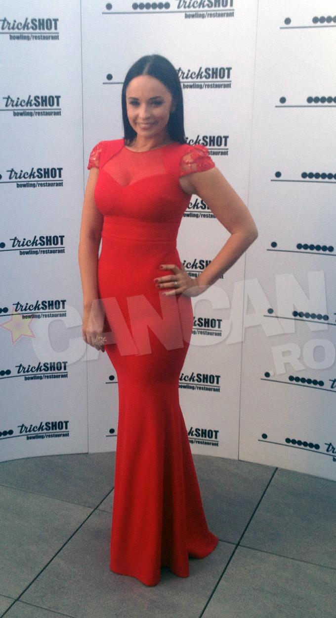Andreea Marin a imbracat o rochie rosie ca focul la un eveniment monden unde a fost gazda