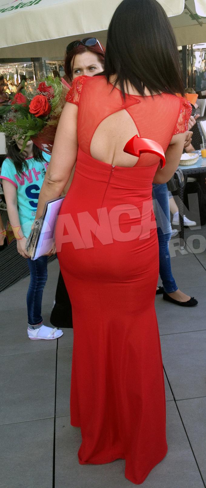 Din spate, rochia Andreei parea cel putin cu un numar mai mica