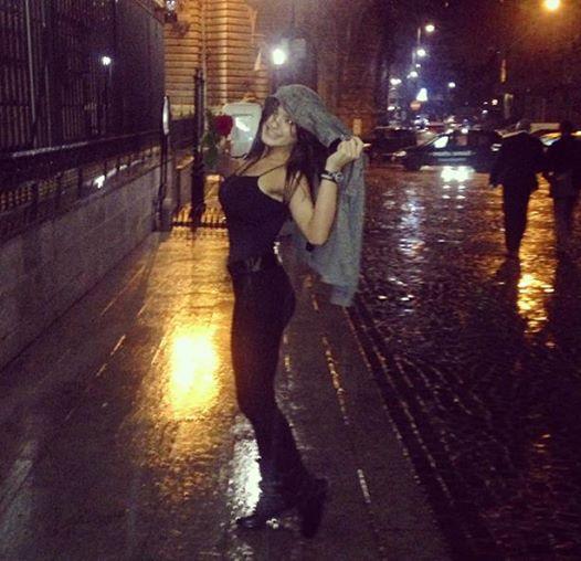 Vinerea aceasta, fata lui Adrian Enache posta poze cu ea din Centrul Vechi, in care parea foarte fericita