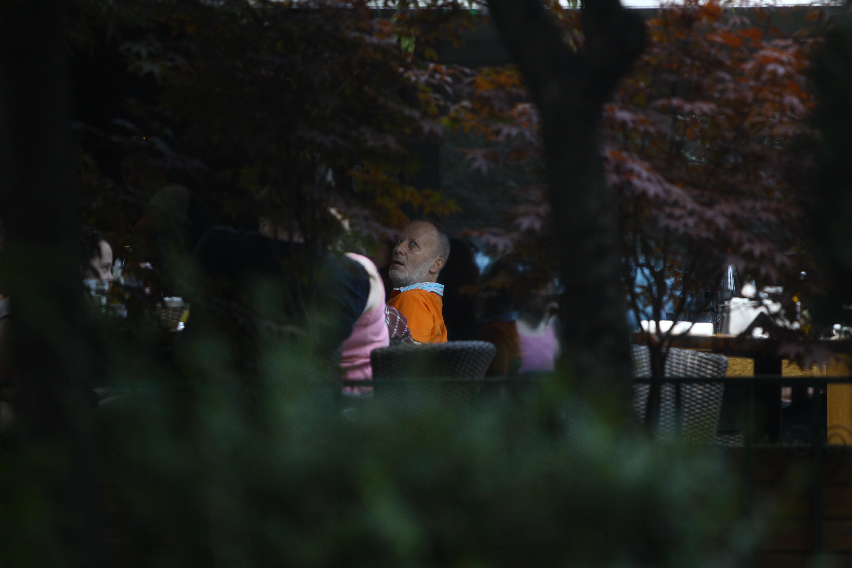 Fostul prezentator tv si familia sa au luat pranzul la o terasa din Floreasca