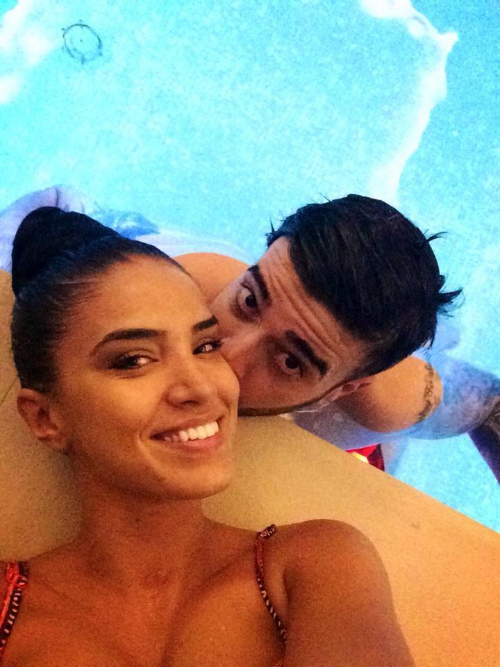 Cei doi s-au relazat la piscina unui hotel din Brasov