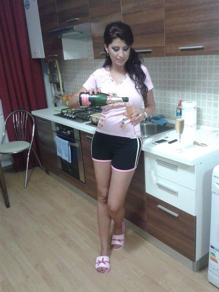 Alina Radi a sarbatorit cu sampanie mutarea in casa noua