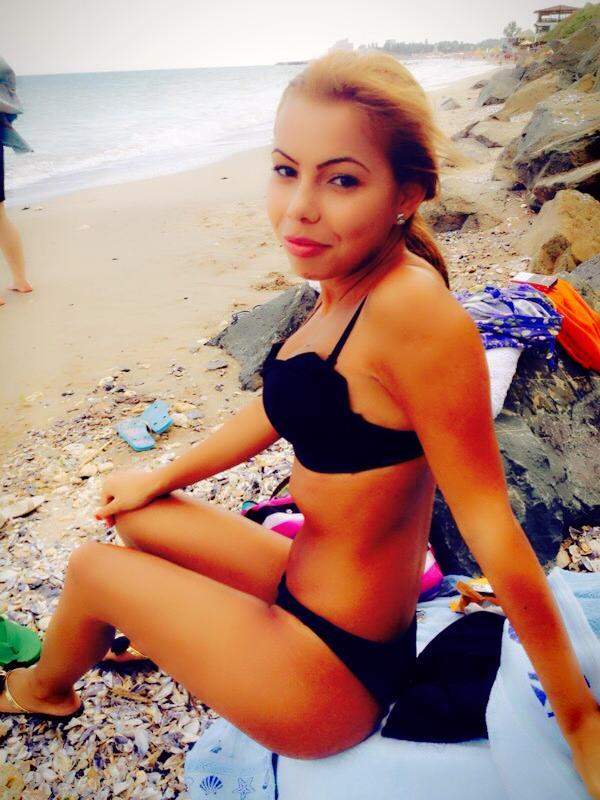Din fata, Mihaela Mocanu arata foarte bine