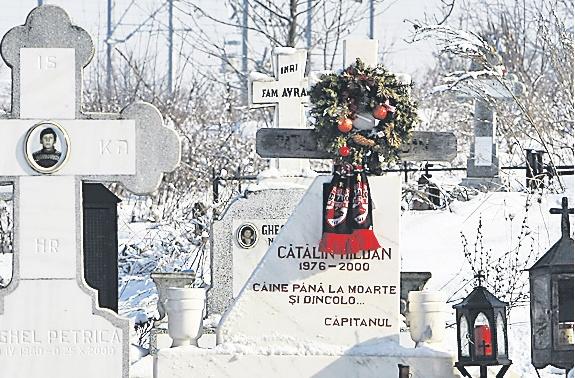 Tatal lui Catalin Haldan merge in fiecare zi la cimitir