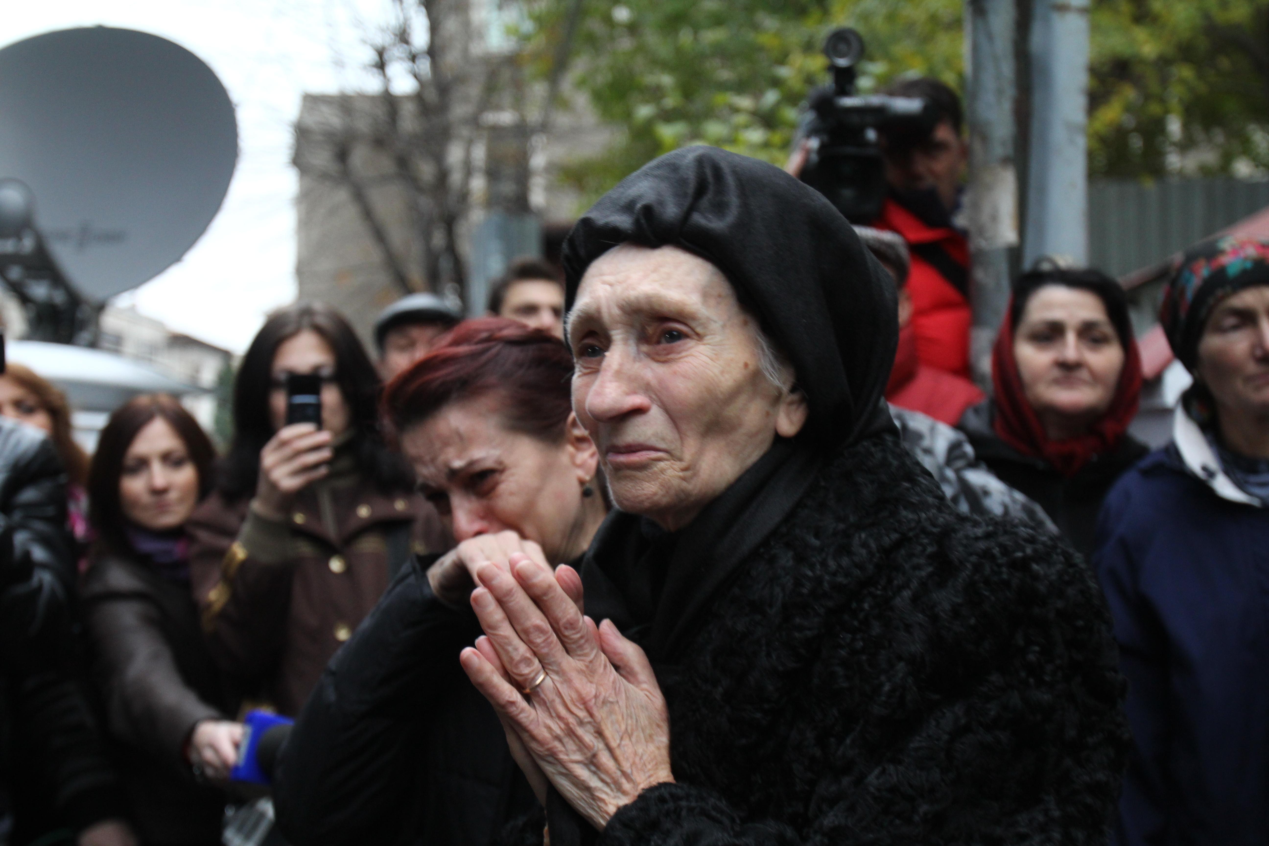 Mama lui Serban Ionescu, monument de durere in ziua in care si-a inmormantat fiul