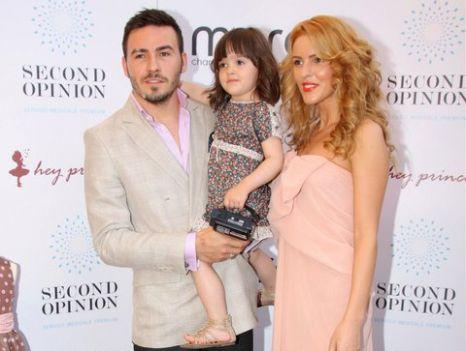 Denisa, alaturi de Adrian Cristea si fetita lor sursa: Facebook