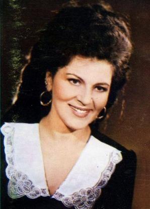 Elena Ceausescu a fost extrem de geloasa pe frumusetea si talentul Irinei Loghin, motiv pentru care artista nu a mai cantat opt ani