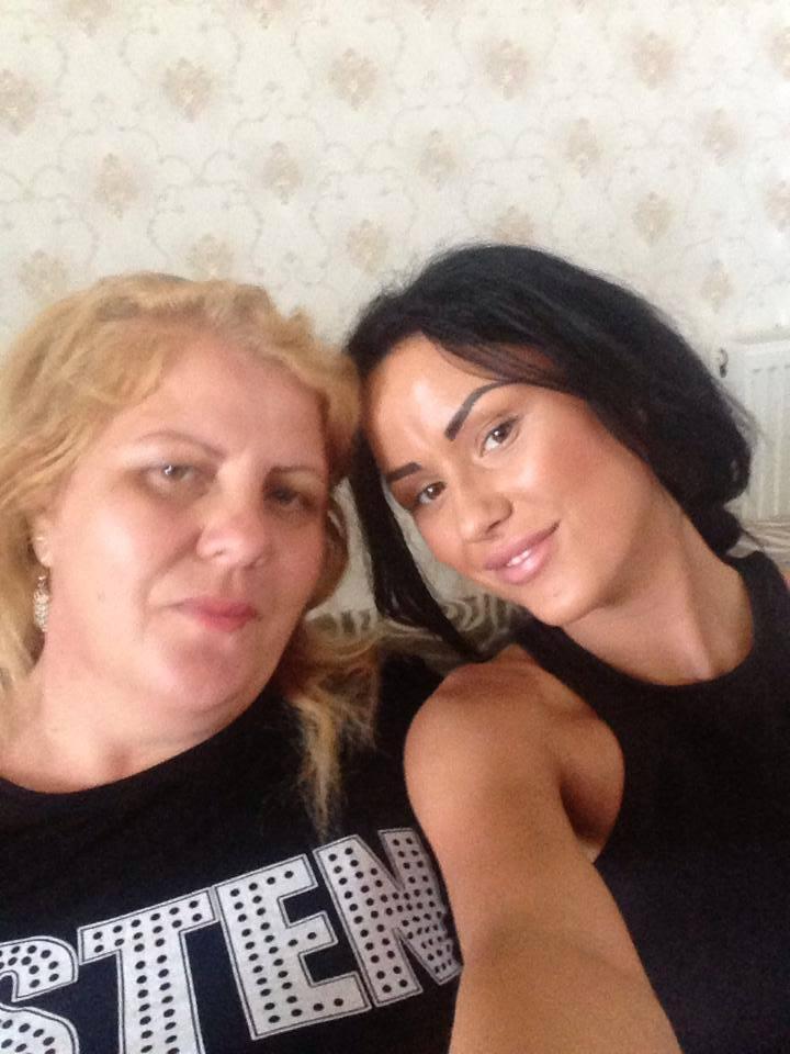 Daniela Crudu s-a fotografiat alaturi de mama ei