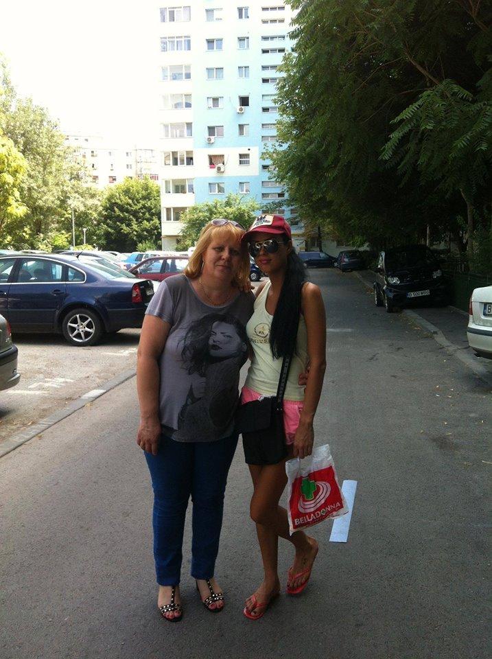 Vedeta este foarte fericita ca mama ei se afla in Romania