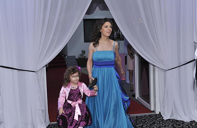 Natalia Badea are o frumusete de fetita, de care unchiul Mircea Badea este indragostit complet