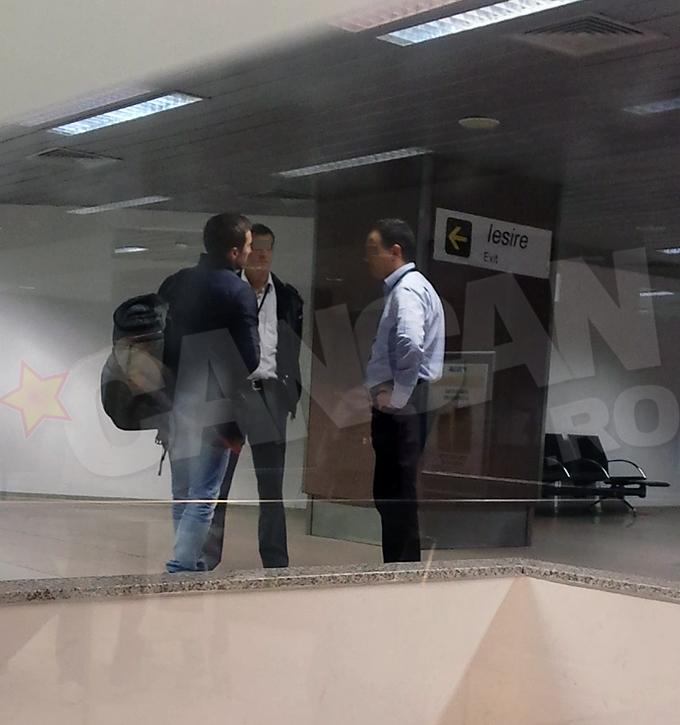 La aterizarea la Bucuresti, Dani Otil a stat cateva minute de vorba cu personalul de securitate
