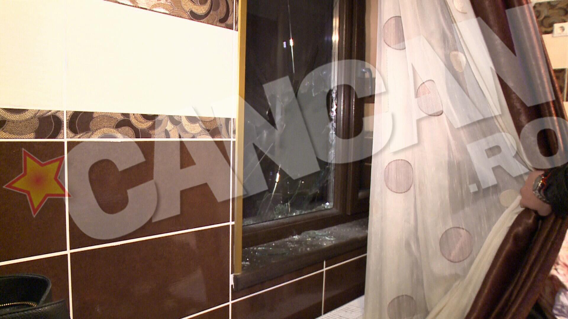 Narcisa si fiul ei au spart geamul de la parte pentru a intra in casa